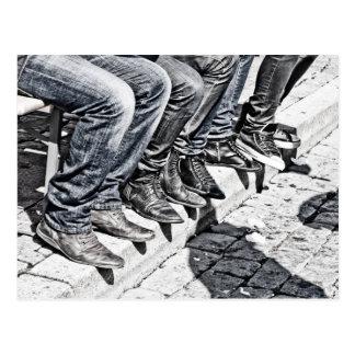 Zapatos de la acera postales