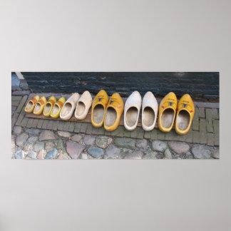 Zapatos de madera holandeses en el poster de Holan