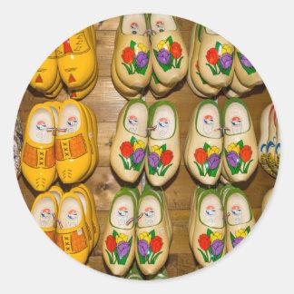 Zapatos de madera, tienda holandesa del pueblo, pegatina redonda