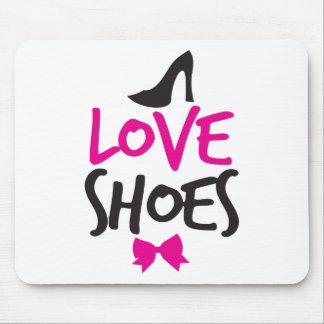 Zapatos del amor con el pequeño arco lindo mousepad