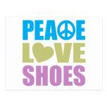 Zapatos del amor de la paz postal