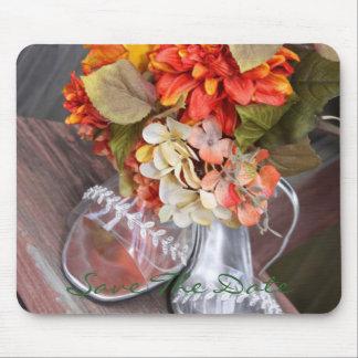 Zapatos del boda y centro de flores del boda alfombrilla de ratón