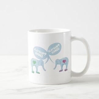 Zapatos del elefante taza de café