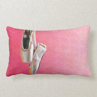 Zapatos en rosa - almohada de Pointe de tiro