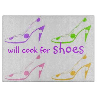 Zapatos lindos del tacón alto para los cocineros tablas para cortar