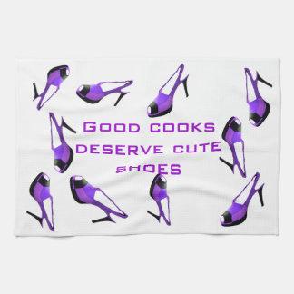 Zapatos lindos púrpuras toalla de cocina