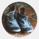 Zapatos pasados de moda etiquetas redondas