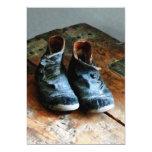 Zapatos pasados de moda invitación 12,7 x 17,8 cm