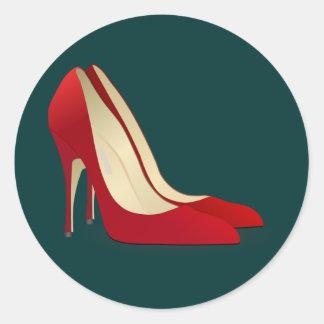 zapatos rojos del tacón alto pegatina redonda