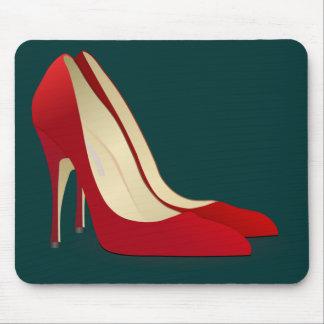 zapatos rojos del tacón alto alfombrillas de ratón