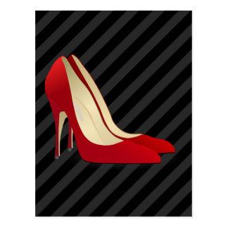 zapatos rojos del tacón alto tarjetas postales