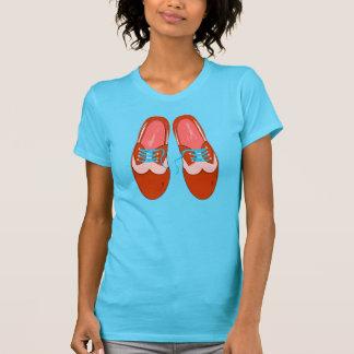 Zapatos rojos retros camiseta