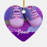 Zapatos rosados de los regalos conocidos del ornam ornato