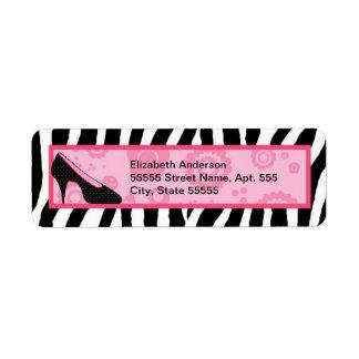 Zapatos rosados femeninos de la cebra de moda con  etiqueta de remitente