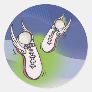 Zapatos tenis coas alas pegatina redonda
