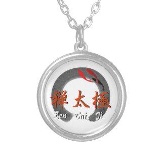 Zen Tai Ji con el collar de Kois