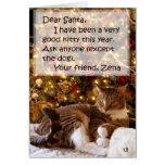 Zena debajo de la tarjeta de Navidad del árbol