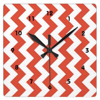 Zigzag anaranjado y blanco reloj cuadrado