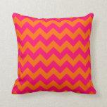 Zigzag anaranjado y rosado almohada
