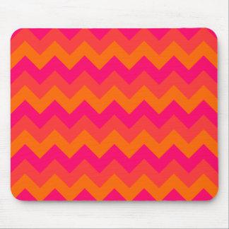 Zigzag anaranjado y rosado tapetes de ratón