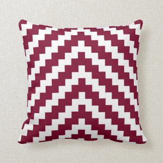 Zigzag azteca en rojo y blanco del arándano cojin