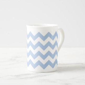 Zigzag azul claro y blanco taza de porcelana