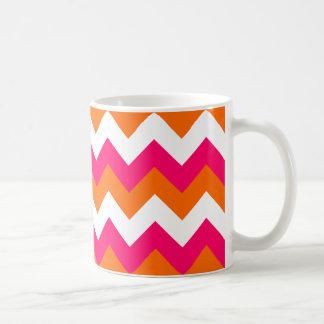 Zigzag blanco anaranjado rosado taza clásica