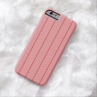 Zigzag blanco rojo de la raspa de arenque funda de iPhone 6 barely there