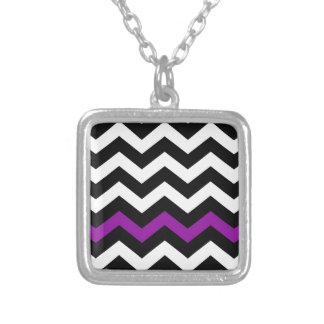 Zigzag blanco y negro clásico con púrpura colgante cuadrado