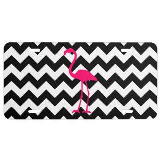 Zigzag blanco y negro del flamenco rosado placa de matrícula