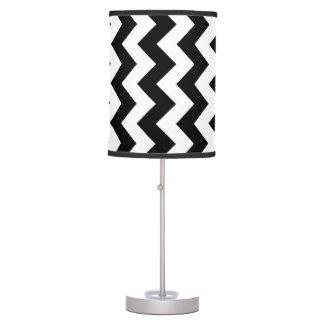 Zigzag blanco y negro lámpara de escritorio