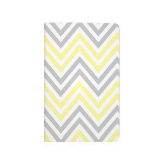 Zigzag (Chevron), rayas - gris amarillo blanco Cuaderno Grapado