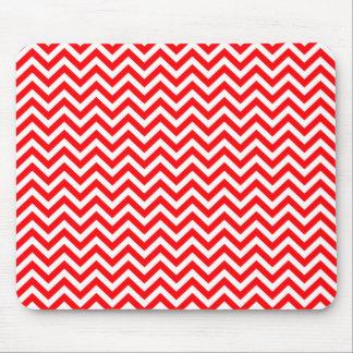 Zigzag de Chevron del navidad rojo y blanco Mouse Pads