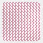 Zigzag de par en par - cordón rosado y Puce Pegatina Cuadrada