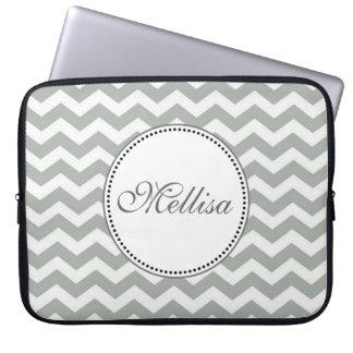 Zigzag gris y blanco elegante, clásico del galón fundas portátiles