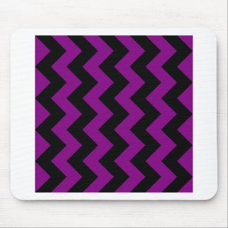 Zigzag I - Negro y púrpura Alfombrillas De Raton