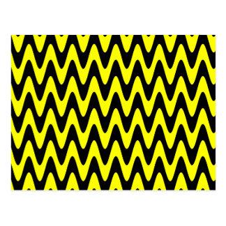 Zigzag ondulado negro y amarillo tarjetas postales