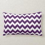Zigzag púrpura y blanco almohadas