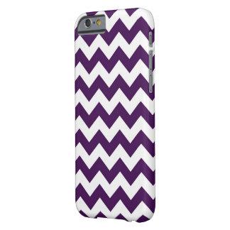 Zigzag púrpura y blanco funda de iPhone 6 barely there