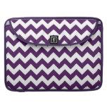 Zigzag púrpura y blanco fundas macbook pro