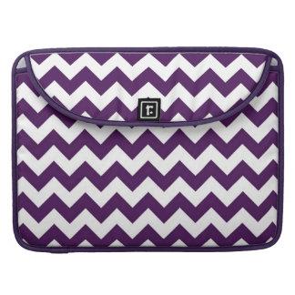 Zigzag púrpura y blanco fundas para macbooks
