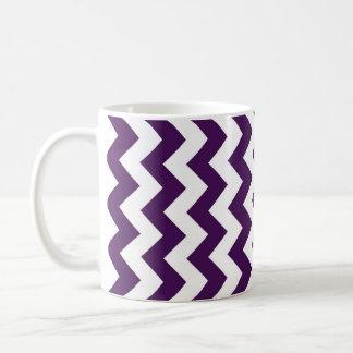 Zigzag púrpura y blanco taza clásica