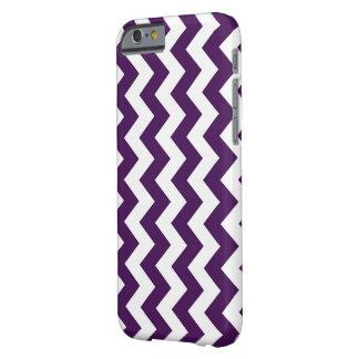 Zigzag púrpura y blanco vertical funda para iPhone 6 barely there
