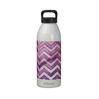 Zigzag púrpura y rosado botella de agua reutilizable