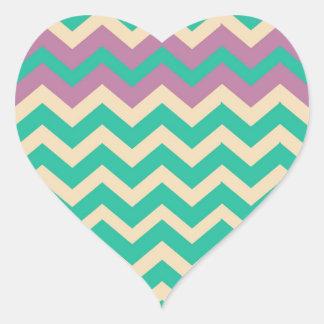 Zigzag rayado púrpura de la frontera pegatina en forma de corazón