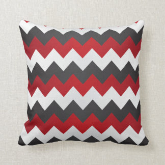 Zigzag rojo oscuro, gris y blanco de Chevron Cojín Decorativo