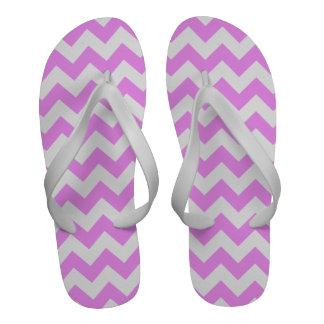 Zigzag rosado y blanco chanclas playa