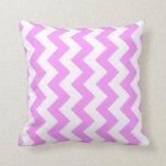 Zigzag rosado y blanco cojin