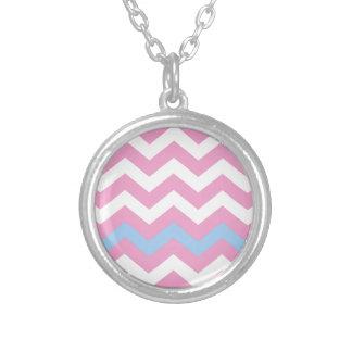 Zigzag rosado y blanco con la frontera azul clara colgante redondo