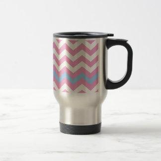 Zigzag rosado y blanco con la frontera azul clara taza térmica